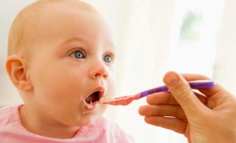 Când trebuie să diversificăm alimentaţia la bebeluşi?