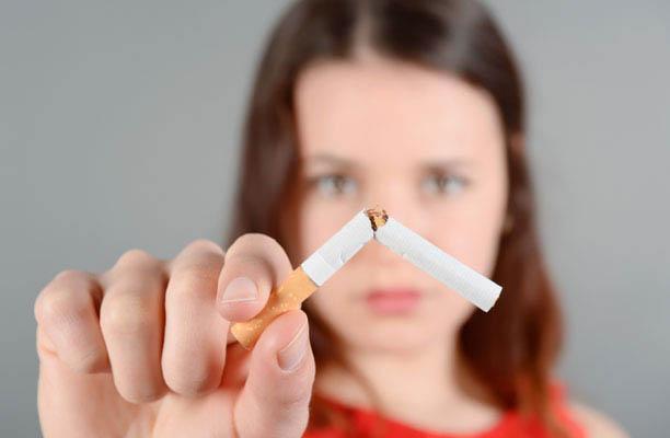 Copilul meu fumează – cum îl convingem să renunţe la ţigări?