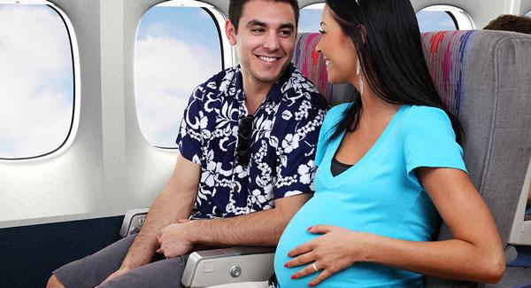 Avem voie să zburăm cu avionul când suntem însărcinate?