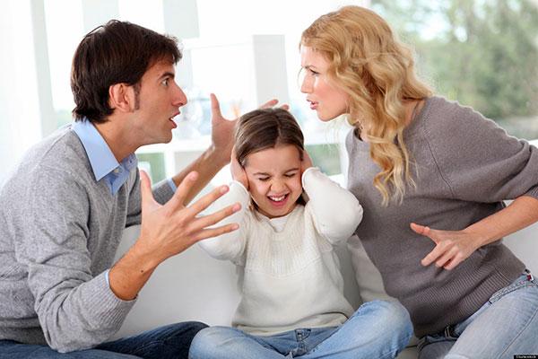 Cum îi afectează divorţul pe copii?