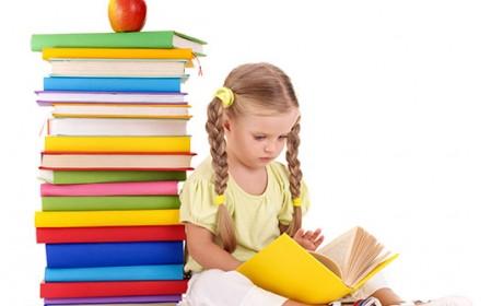 10 metode să ne convingem copiii să citească