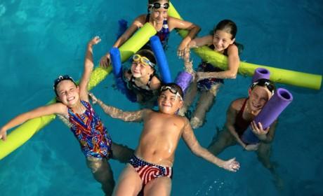 Înotul dezvoltă copiii într-un mod armonios