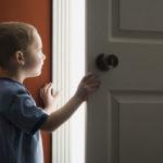 Cum-ne-convingem-copilul-să-stea-singur-acasă
