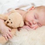 10 sfaturi utile ca bebeluşul să doarmă mai bine