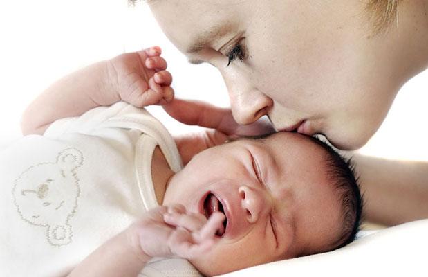 10 sfaturi utile dacă bebeluşul are colici